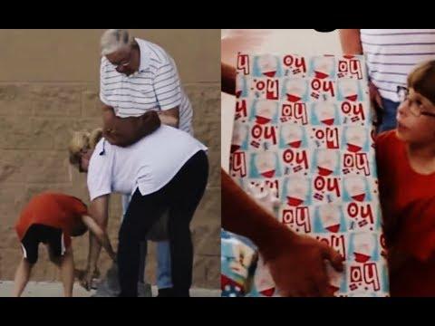 Женщина с сыном помогли дедушке собрать упавшие продукты – то, что сделал мужчина удивило всех