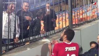 مشجع يستفز مروان محسن ويُصرعلى أخد قميصه واللاعب يرد: «بتصورني يعني هخاف لو مدتكش التيشرت»