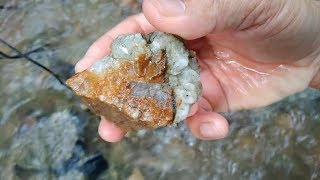 Tìm thấy kim cương khủng? , Find diamond under the stream