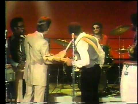 Dick Clark Interviews Maze - American Bandstand 1978