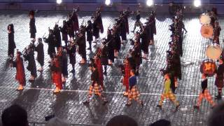 """Шотландский сводный оркестр волынок и барабанов. """"Спасская башня 2013"""". / Massed Pipes and Drums"""