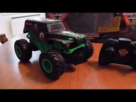 Quick review of monster jam rc truck 1:24 scale!