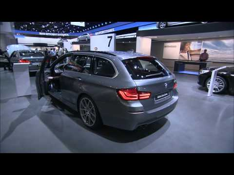 bmw 5er touring ber hrungsloses ffnen der heckklappe. Black Bedroom Furniture Sets. Home Design Ideas