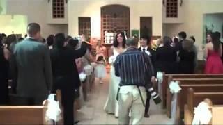 Падение фотографа на свадьбе