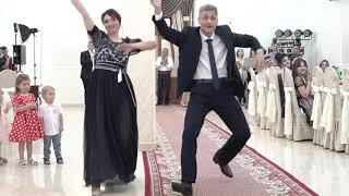 Зажигательный танец родителей на свадьбе