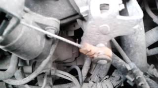 самодельное крепление троса газа форд мондео 3(смысл такой, купил трос газа от МАЗа ( 300 руб.) , взял гайку рассверлил внутри сверлом по моему на 14( что бы..., 2016-04-19T13:59:46.000Z)