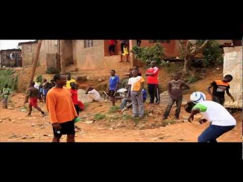 Hadhara juggling in Yaoundé, Cameroon.mov