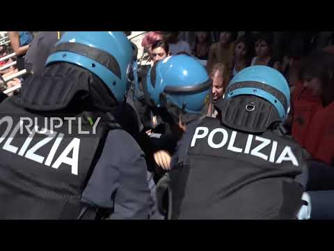 Italy: Protesters blockade Ministry of Transport over Salvini's migration policy