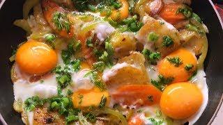 Яичница глазунья не по-русски на завтрак. Яичница с овощами и зеленью. Как правильно жарить яичницу.
