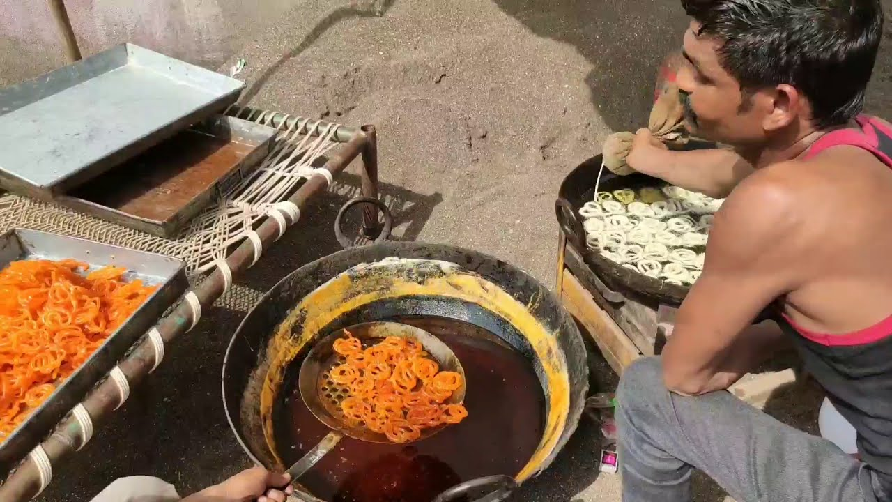 Jalebi recipe Indian sweet Halwai crispy Jalebi in Indian marriage street food Delhi