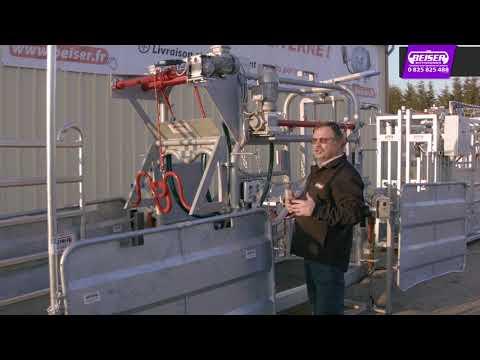 Métier à bovin électrique avec relevage hydraulique et barrières