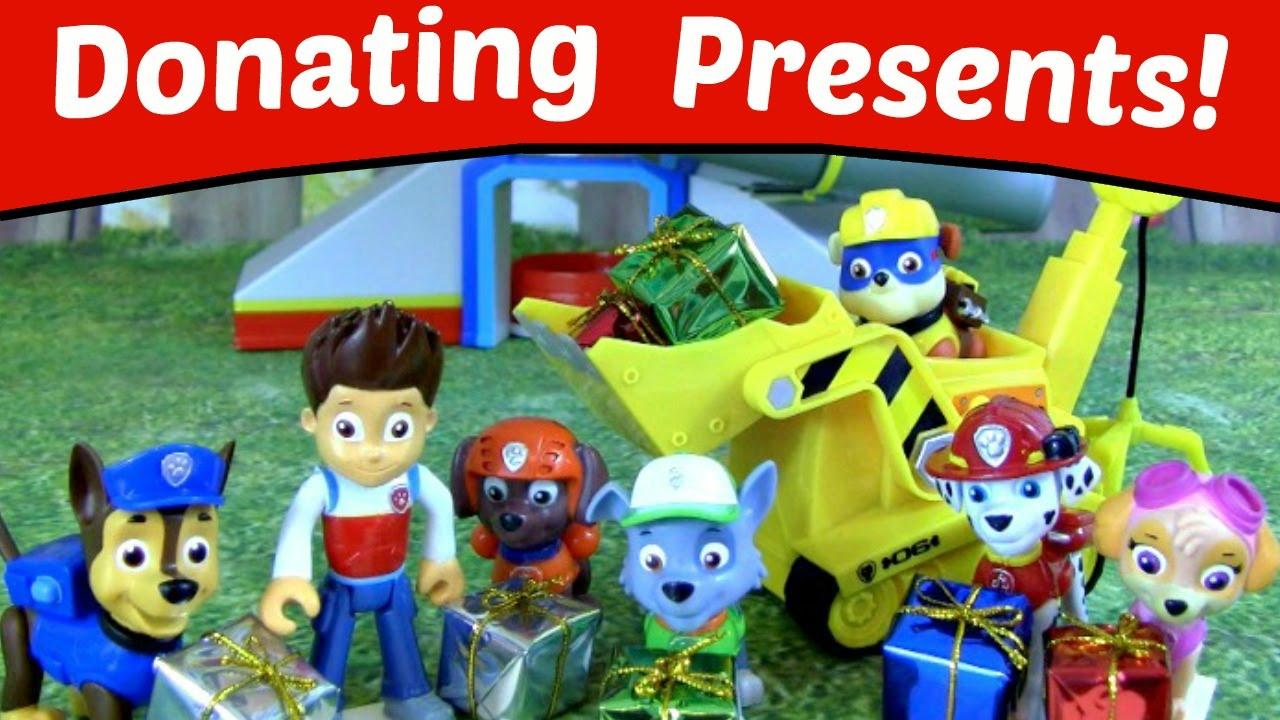 73bf7feb3 Paw Patrol Donates Christmas Presents to Kids! Paw Patrol Video Nickelodeon  Christmas Parody