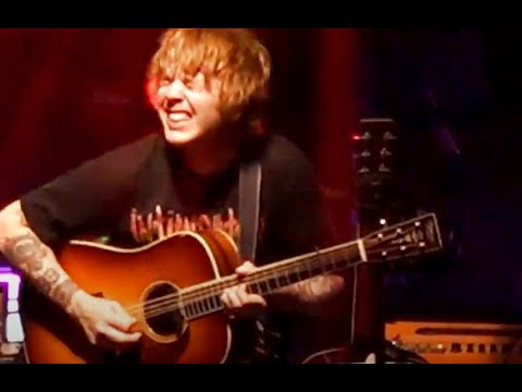 """Download Billy Strings covers the Stanley Brothers' """"If I Lose"""" New Haven, CT 8/6/2021"""