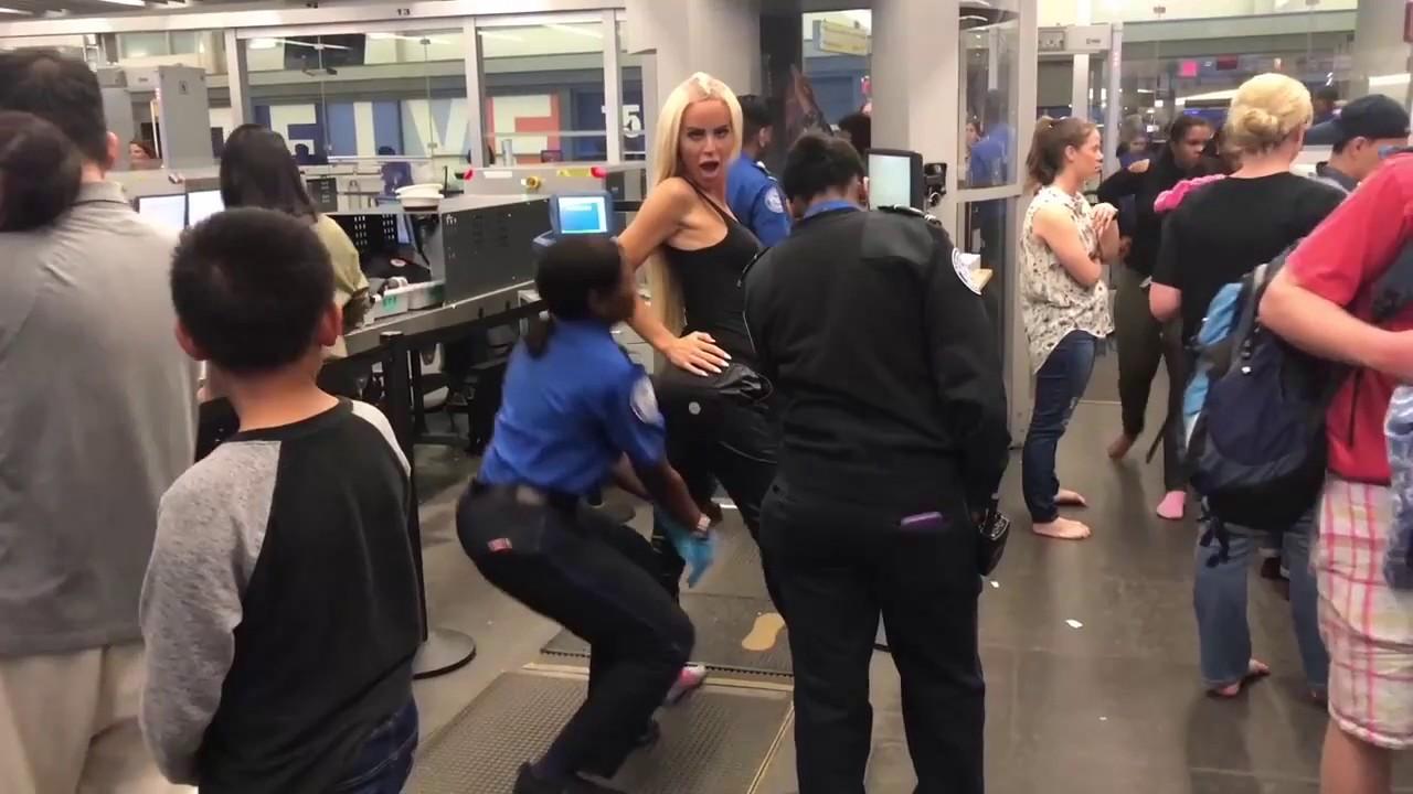 При досмотре в аэропорту трахают русскую девушку порно, как возбуждать девушку видео эротика