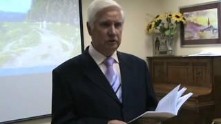 Евгений Хазов читает стихотворение