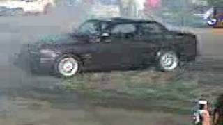 South African spinning his BMW E30 325is. HOT!!!!!!!!!!