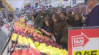 Kids learn about making healthy food choices at grocery store