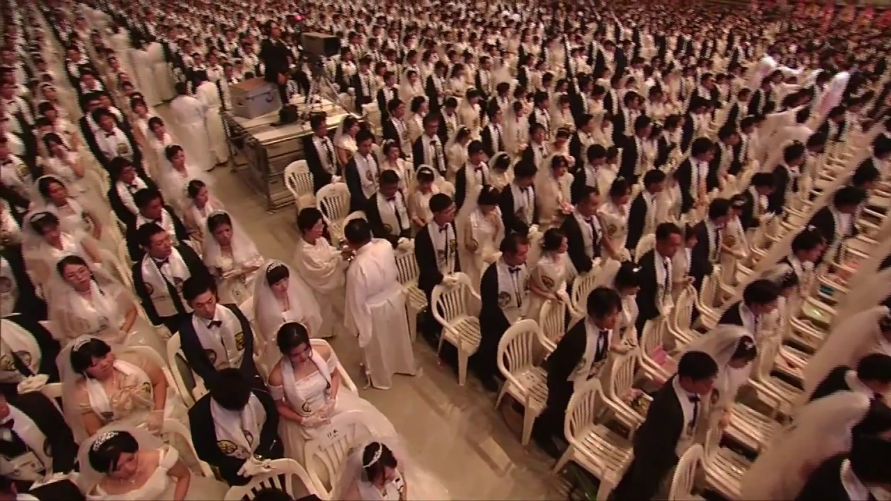 Thousands tie the knot at mass wedding in South Korea.