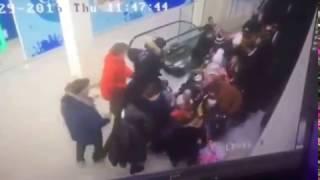 Ужас! (18+) Затянуло школьников под эскалатор. Ставрополь