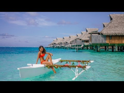 WHAT I BOUGHT, WORE & DID IN THE MOST AMAZING PLACE IN THE WORLD | Lydia Elise Millen