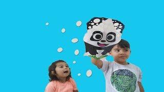 Ayşe Ebrar ve Furkan Panda Eldivenli Baloncuk Makinesi ile Baloncuk Yaptı Çok Eğlendi.For Kids Video
