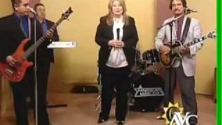 """""""Los Originales Sagitarios"""" cantando en el show """"Cocinando"""" de Univision."""