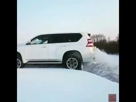 Toyota Prado drift on snow