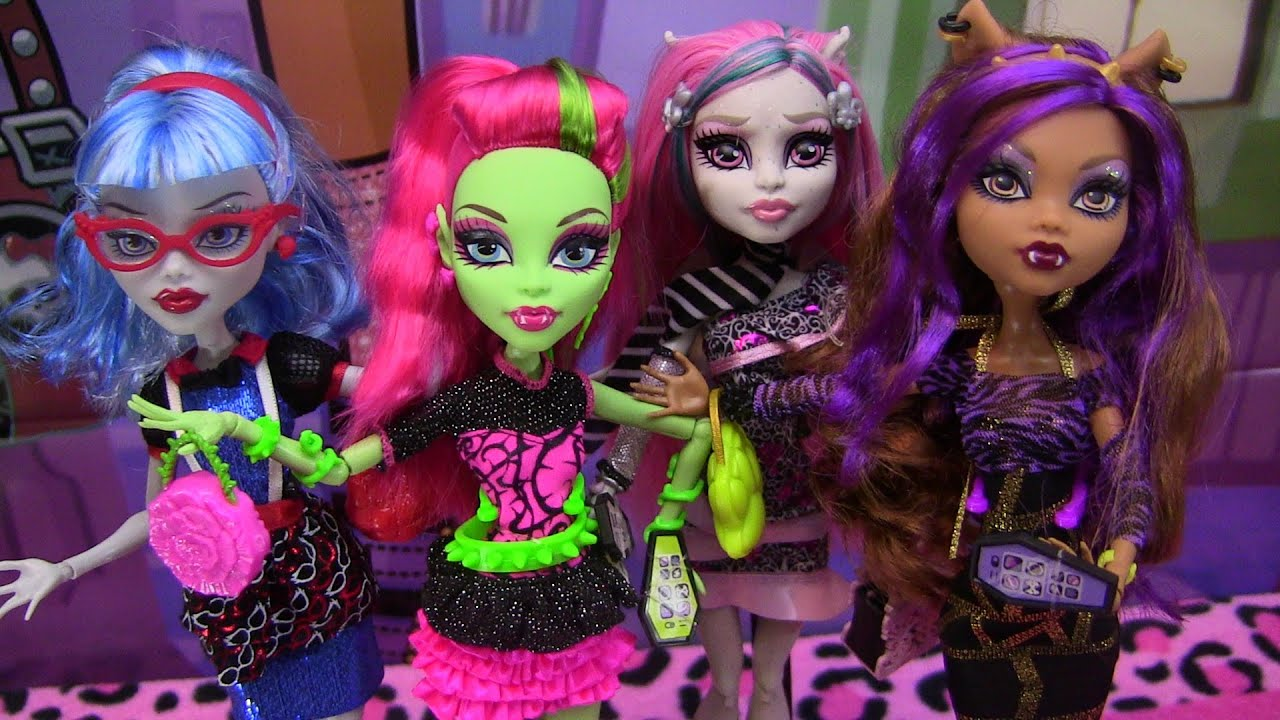 Monster High Ghouls Night Out 4 pack Review Video !!! :D ...