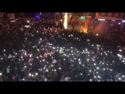 in-lebanon-protesters-staged-a-rave-with-a-dj-muzle-and-flashlights