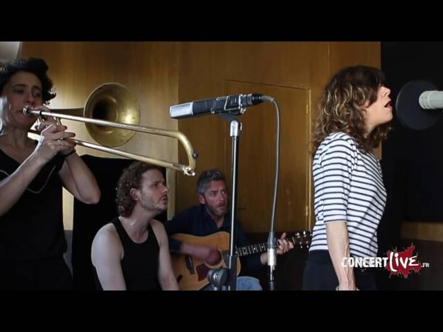 """Clarika chante """"Rien de nous"""" en version acoustique pour concertlive.fr"""