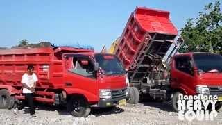 Toyota Dyna Dump Trucks Dumping dirt alternately