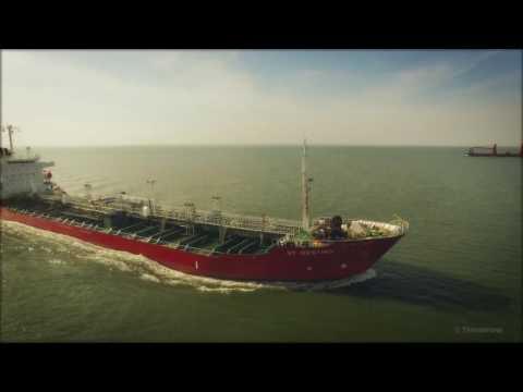 DJI Phantom 3 Pro - Double Ship Chase - ST Destiny & SE Pacifica 4K