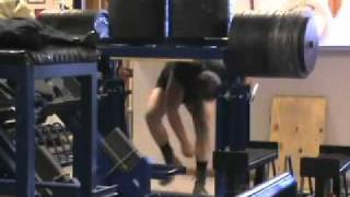 Powerlifter with his powerful back!!! unbelavel 3000lbs with no pro...