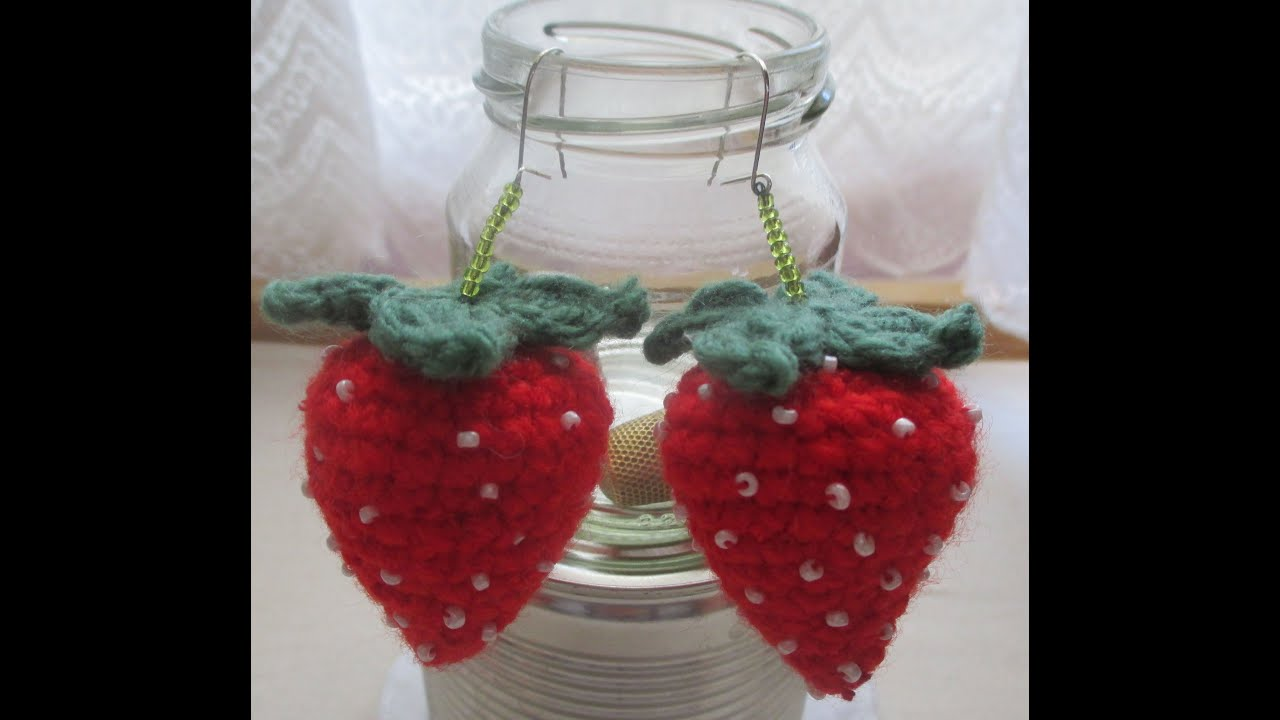 Dinah Crochet: Strawberry dan mini heart keychains | 720x1280