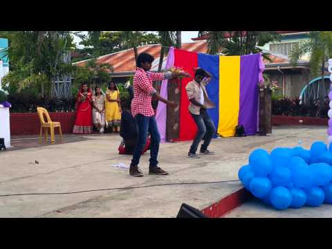 Indian students dance in unp at vigan city(1)