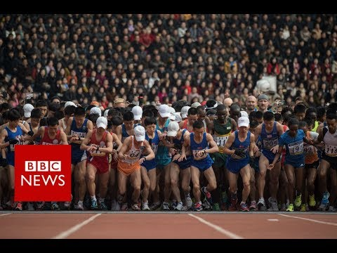 North Korea: Runners take part in Pyongyang's marathon - BBC News