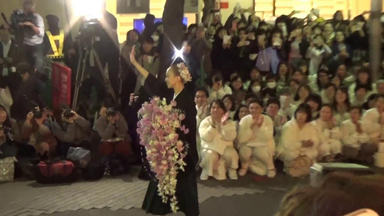 「宝塚劇場 卒業 出待ち」の画像検索結果