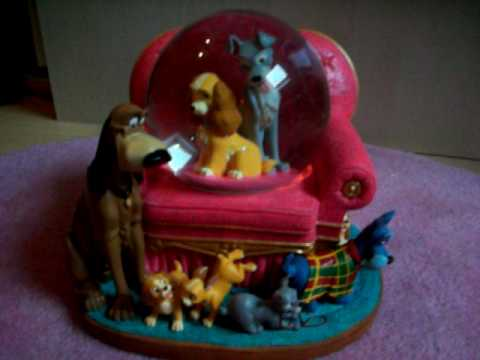 Lady And The Tramp Puppy Love Snowglobe playing Playful Melody