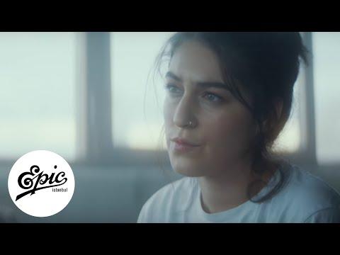 Ceren İdil - Dinle Küçük Adam (Prod. Eren Erdol) | Official Music Video