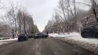 Иномарка вылетела на обочину в Волжском
