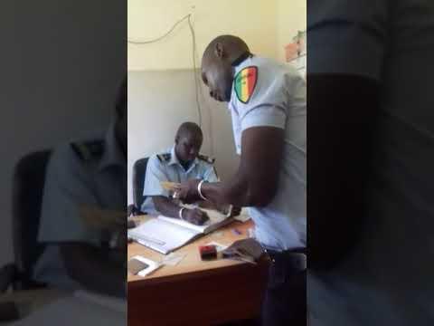 De Bamako à Dakar, le racket des forces de l'ordre filmé en caméra cachée