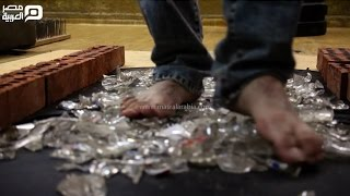 مصر العربية | بالتدريب و الطاقة شباب يأكلون الزجاج و أكثر