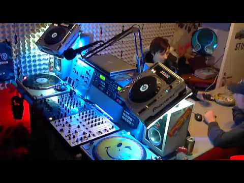Retro Arena mix session ft. dj Vinn.. recorded from Topradio Ghent - Belgium (get it ?)