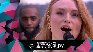 Freya Ridings performs Castles in acoustic session at Glastonbury 2019 Video