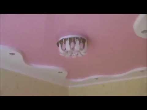Двухуровневый криволинейный натяжной потолок в Детской глянцевой фактуры Розового и Белого цвета
