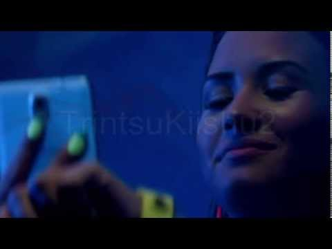 Manips -  Demi looks at pictures of different people on her phone