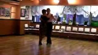 Shall we ダンス? たま子先生のダンスパーティに向けてのタンゴの特訓...