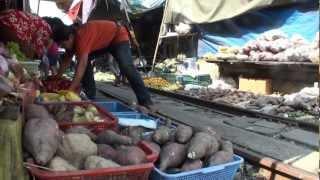 Рынок на ЖД путях. Maeklong market and train  (HD).(Экстремальная жизнь,, 2013-03-24T14:29:03.000Z)