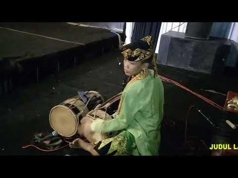 FESTIVAL JARANAN BUTO 2018   Lagu NYANCANG ATI Voc  DWI MARTINA SMPN 1 CLURING   GANDRUNG ARUM