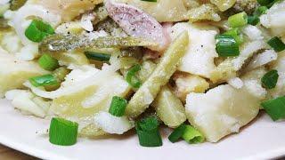 Простейший салат из селедки с огурчиками, луком и картошкой. Мировая закуска к любому столу.
